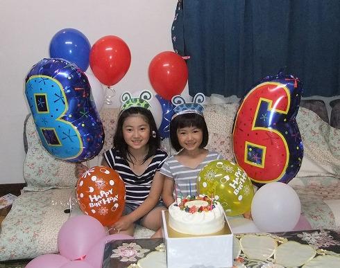 ナンバーバルーンで8歳と6歳のバースデーパーティー♪写真は年賀状の素材に使えて便利です(^-^)