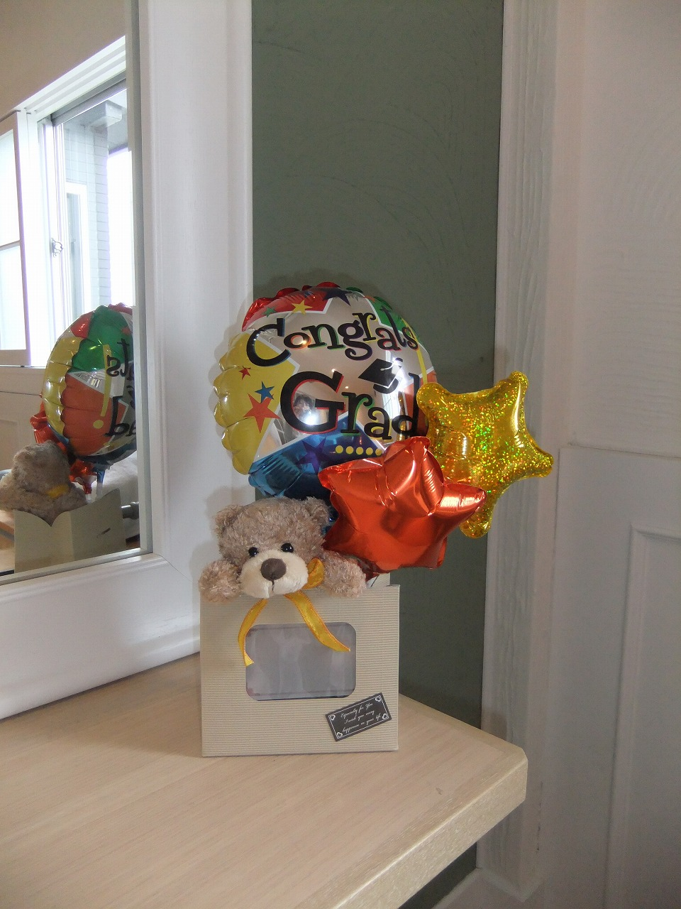 卒業の思い出、クマさんも一緒に振り返ってくれるかな・・・お部屋にちょっこと飾っていただけます。