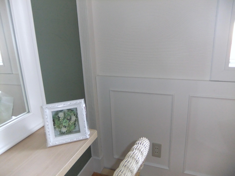 プリザーブドフラワーのリース。さわやかなグリーンカラーで繊細につくられています。