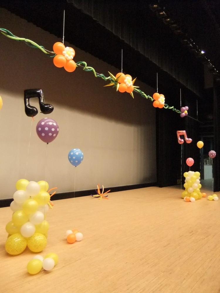米子市公会堂の広いステージもあっという間に華やかにできます♪