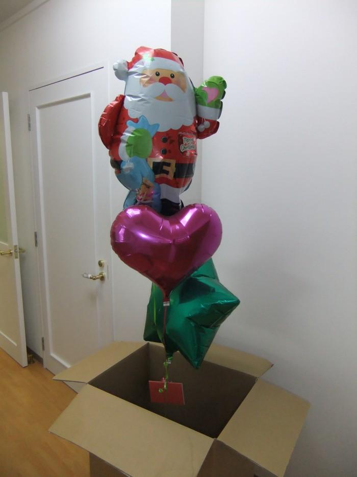 「メリークリスマス!」サンタクロースが夢とプレゼントを運んでくれます☆☆