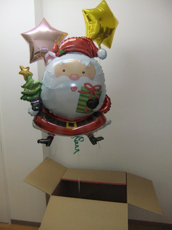BOXからポヨっと出てくるサンタクロース、思わず笑顔になるギフト。クリスマスの一週間程度前に送るのがベストタイミングです(^v^)
