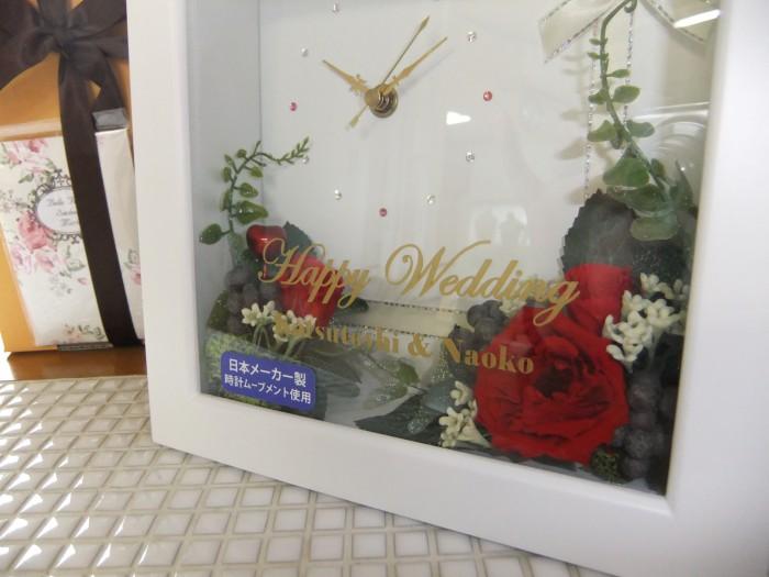 こちらはプリーザーブドフラワーとアーティフィシャルフラワーを使用した花時計。リビング、玄関、寝室など、どこにでも飾りやすいのが魅力。